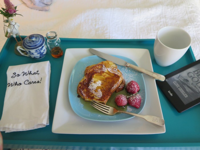 the-savvier-charleston-blogger-in-bed